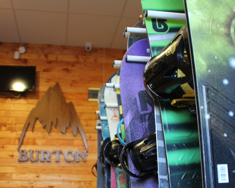 Premium snowboard hire+lift pass